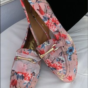 Never worn new with out tag Qupid floral loafers